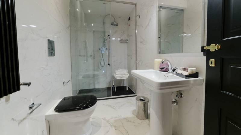 LBH-Roma-Luxus-Hotel-camera-classic-4a