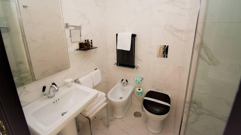LBH-Roma-Luxus-Hotel-camera-smart-2a